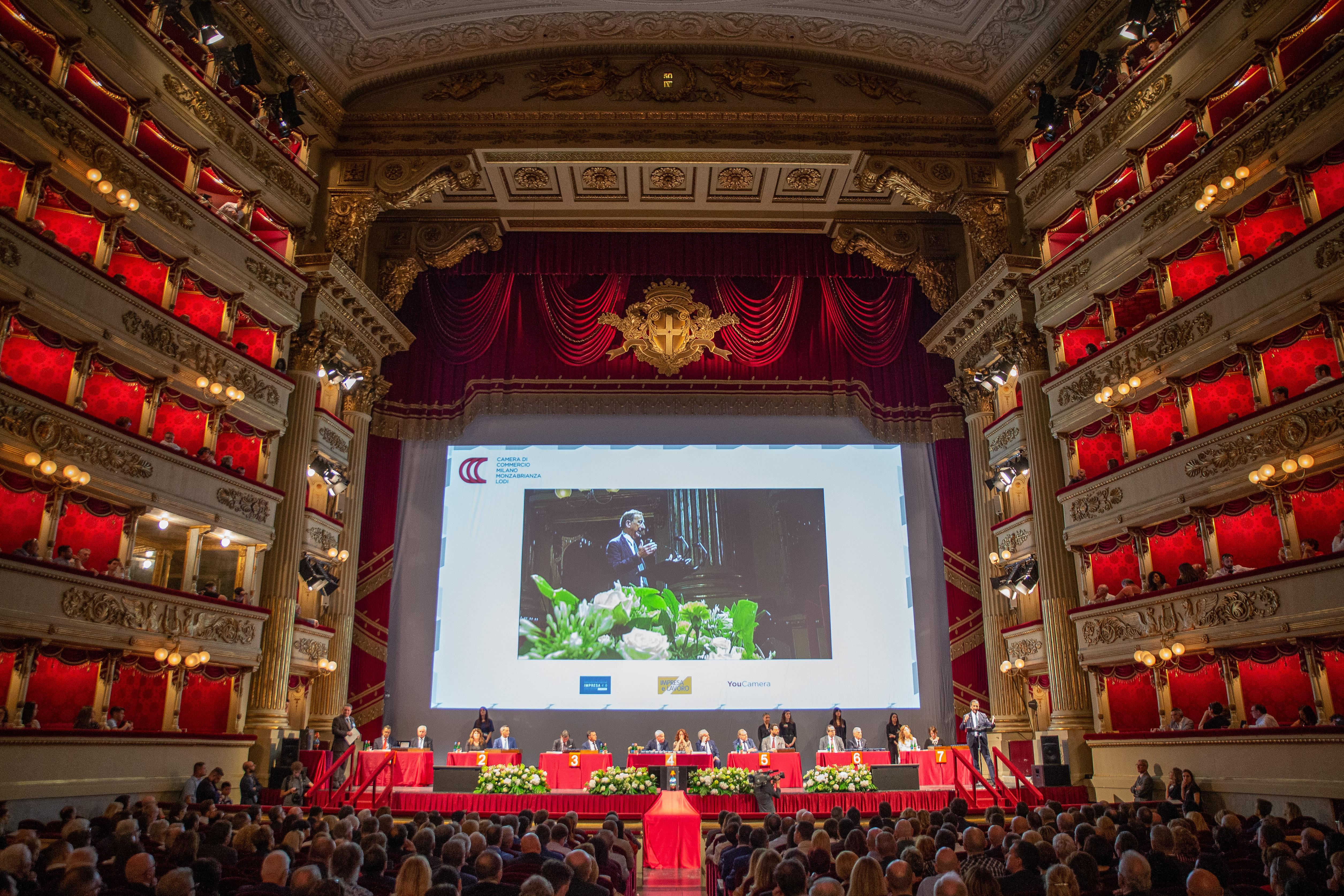 """Premiazione """"YouCamera 2019"""" al Teatro alla Scala di Milano – foto e video"""